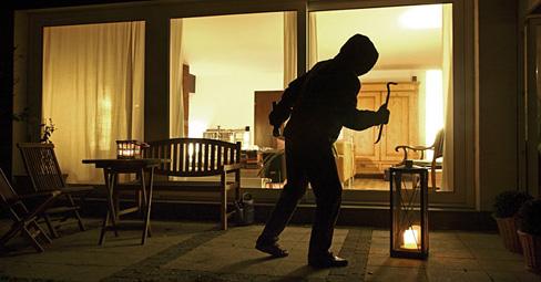 Sfondano la porta di casa li legano e portano via - Antifurto fatto in casa ...