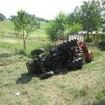 Ore 13.00: Stava arando il proprio terreno a bordo di un trattore quando questo si […]
