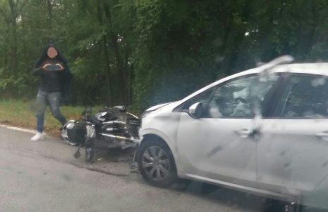f42c5bbd52 Perde il controllo della moto e cade sull asfalto bagnato