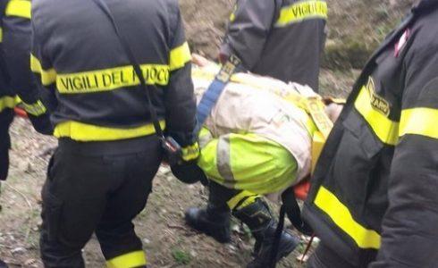 Ore 15.40.Tragedia nei pressi di un viadotto, dove il conducente di un tir, subito dopo […]