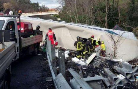 Share: Un tir spagnolo, con due autisti romeni a bordo, ha sbandato e ha travolto […]